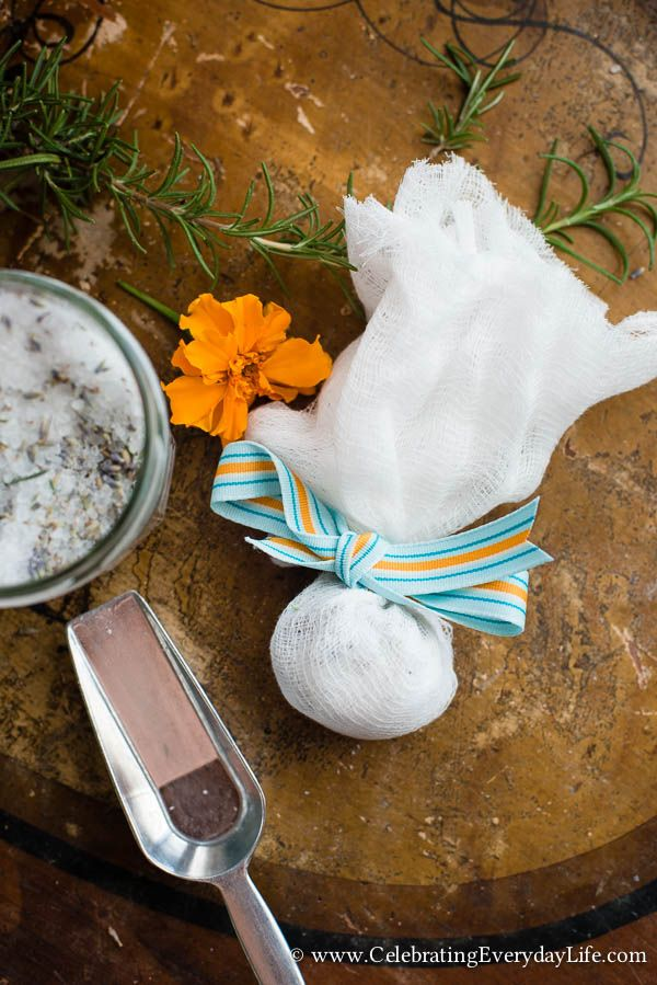 DIY Homemade Foot Soak, How to Make Your Own Foot Soak, How to make your own foot scrub, Lavender Rosemary Foot Soak, Tea Tree Oil Foot Soak, Make Your Own Beauty Treatments, Make Your Own Luxury Bath Items, DIY Gift Ideas, Celebrating Everyday Life with Jennifer Carroll