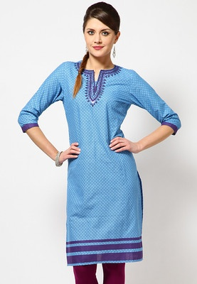 Folklore offers a blue coloured kurta for women. Made of 100% cotton, this regular-fit kurta is knee length, has 3/4th sleeves and a round neck with a slit.