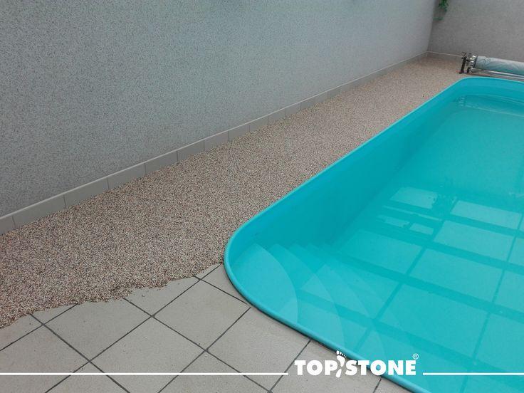 """Máte starou dlažbu okolo bazénu a už Vás """"nebaví""""????? Inspirujte se realizací našeho franšízového partnera Profistone z Jihlavy z mramorového kamínku TopStone Arabescato. Je to tak jednoduché..... bez bourání a odvozu sutě.... 💪  prostě💣 https://eshop.topstone.cz/kamenny-koberec-arabescato-exteri… #topstone #kamennýkoberec #mramorovýkoberec #okolobazénu #exteriér #swimingpool #easy"""
