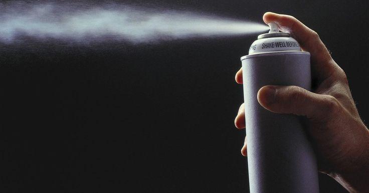 Como fazer um cofre disfarçado com uma lata de óleo em spray . Um cofre disfarçado pode ser uma maneira muito eficaz de esconder seus objetos de valor em lugar bem visível e evitar que eles sejam descobertos por possíveis ladrões. Felizmente, basta um pouco de habilidade e você poderá fazer um cofre como esses, em poucos minutos, usando uma lata de óleo em spray para untar.