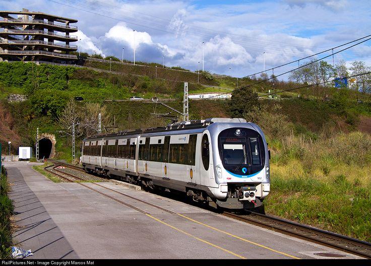 952 Euskotren Caf Serie 950 at Erandio (Vizcaya), Spain by Marcos Maté