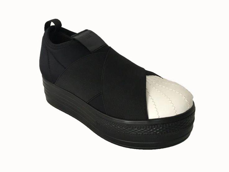 FESSURA scarpa donna modello DOUBLE MASK in neoprene e gomma nera,  punta della…