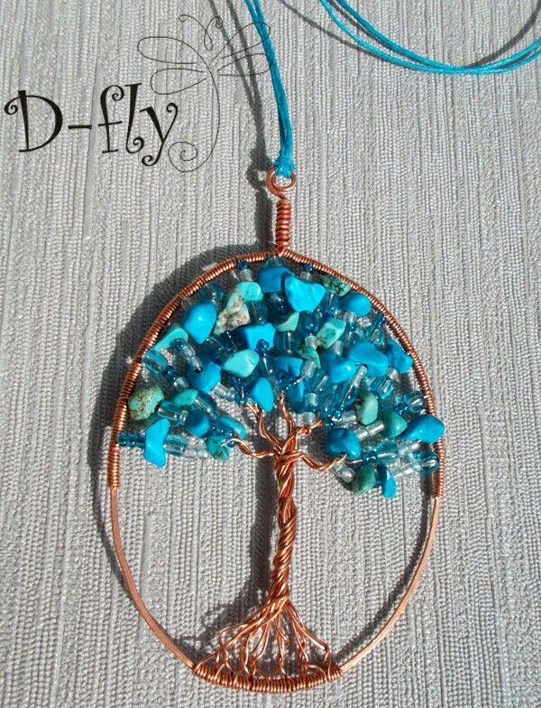 D-fly «Бирюзовое дерево» Кулон. Работа выполнена из следующих материалов: натуральная бирюза, бусины стекло, бисер стекло, медь, хлопковая веревка