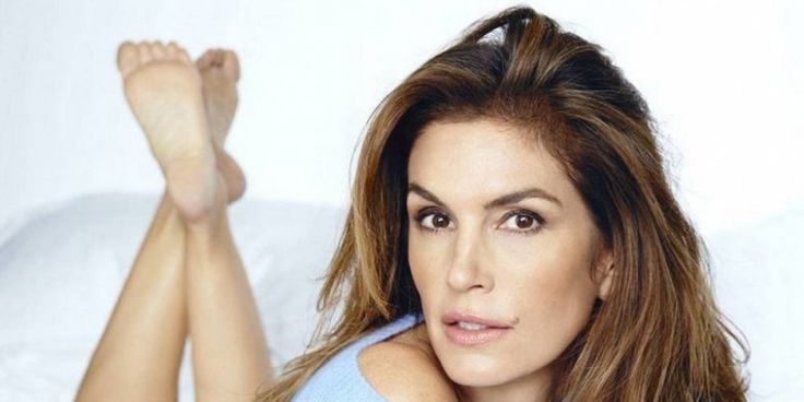 Cindy Crawford Skin Care - Does She Use Wrinkle Cream? - https://planetsupplement.com/cindy-crawford-skin-care-does-she-use-wrinkle-cream/