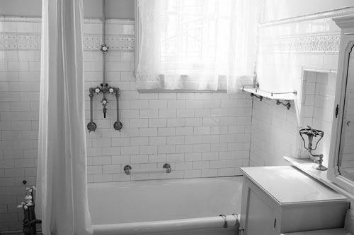 Farm style bathroom designs giant victorian bathroom for Victorian bathroom tiles ideas