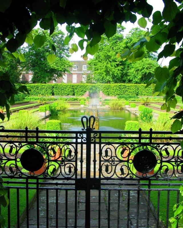 Kensington Palace , London