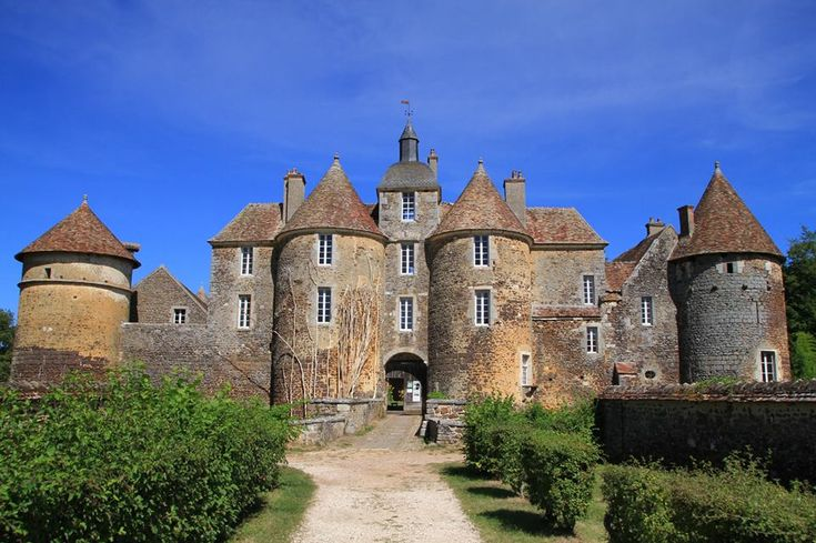 1907 best dream castle images on pinterest castles for Castles to stay in france
