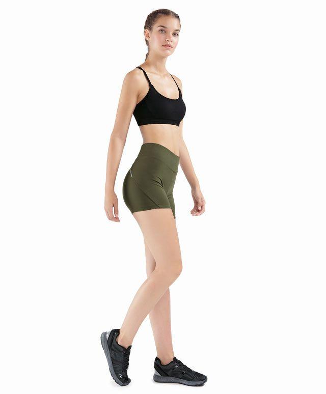 W15-16 Короткие брюки цвета хаки со светоотражающими деталями - OYSHO