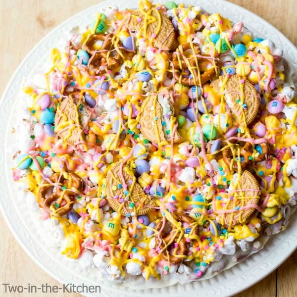 This Easter candy pizza recipe makes everyone happy!