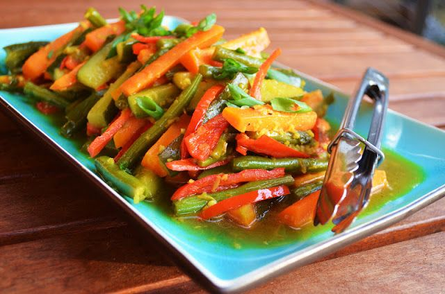 Acar Kuning (Indonesian Hot, Sweet and Sour Vegetables