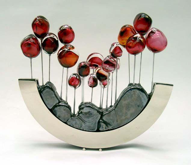 Picaud, Fabienne http://www.mostlyglass.com/Artists/picaud_fabienne/picaud,_tulips_red.htm