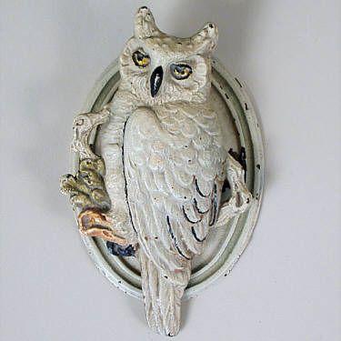 """VINTAGE CAST IRON """"OWL"""" DOOR KNOCKER VINTAGE CAST IRON OWL DOOR KNOCKER; ORIGINAL PAINT; OVAL BACK PLATE; UNMARKED. Width=2.88 Height=4.75"""