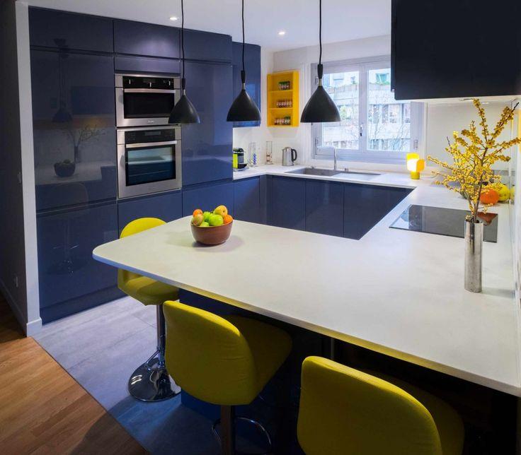 Une cuisine tonique en gris bleu et jaune soleil cuisine for Conception cuisine sur ipad