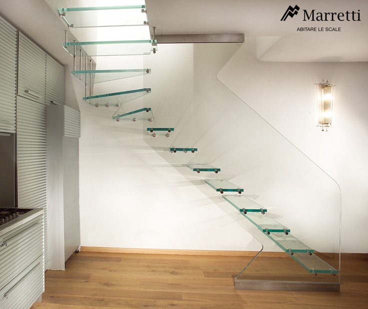 Open cantilever staircase in ultra-clear structural glass