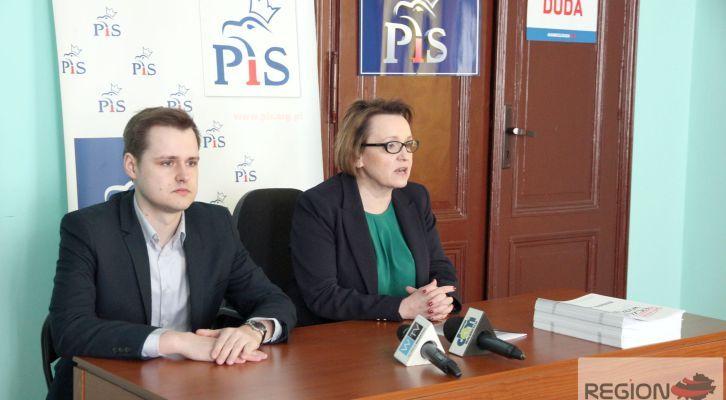 #Zalewska popiera #Dudę. 10 maja Polacy dokonają wyboru, który z obecnie toczących polityczną batalię polityków będzie prezydentem przez kolejne pięć lat. Już teraz poseł #PiS, Anna Zalewska rozpoczęła lokalną #kampanię wyborczą #kandydata na #prezydenta RP.  O tym, kiedy Andrzej #Duda odwiedzi Wałbrzych i dlaczego, zdaniem Zalewskiej, jest on dyskryminowany przez #media #ogólnopolskie , przeczytacie na www.regionfakty.pl