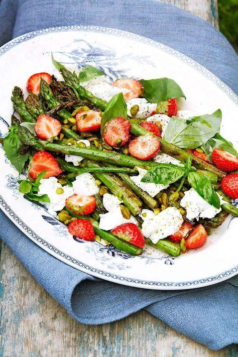 Grillad sparris med jordgubbar och mozzarella