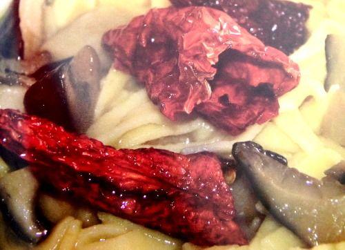 Tagliolini con purè di fave e funghi cardoncelli http://pugliamonamour.it/tagliolini-con-pure-di-fave-e-funghi-cardoncelli/
