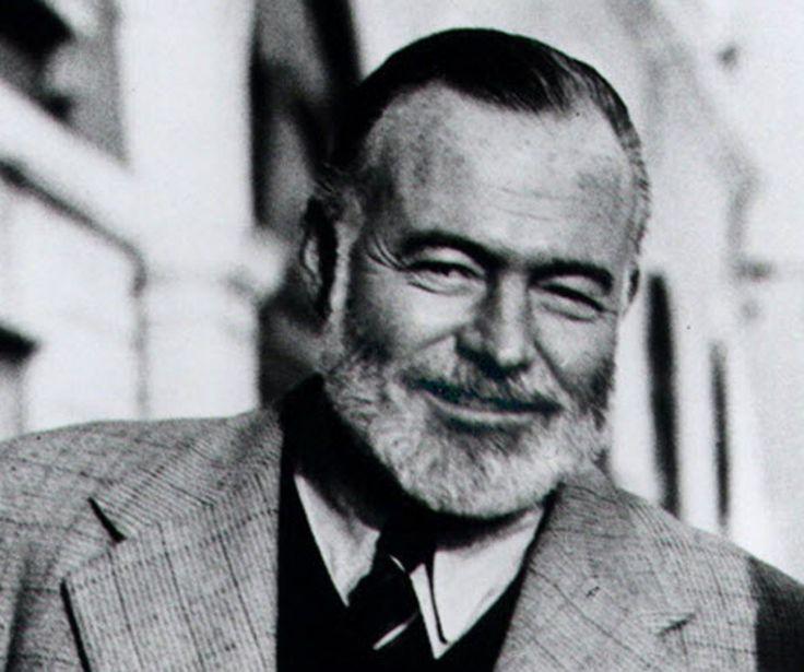 """En 1961, muere el novelista y cuentista estadounidense Ernest Hemingway, Premio Nobel de Literatura 1954, quien destaca como corresponsal de guerra y obtiene el Pulitzer por su célebre obra """"El viejo y el mar"""". Nace el 21 de julio de 1899"""