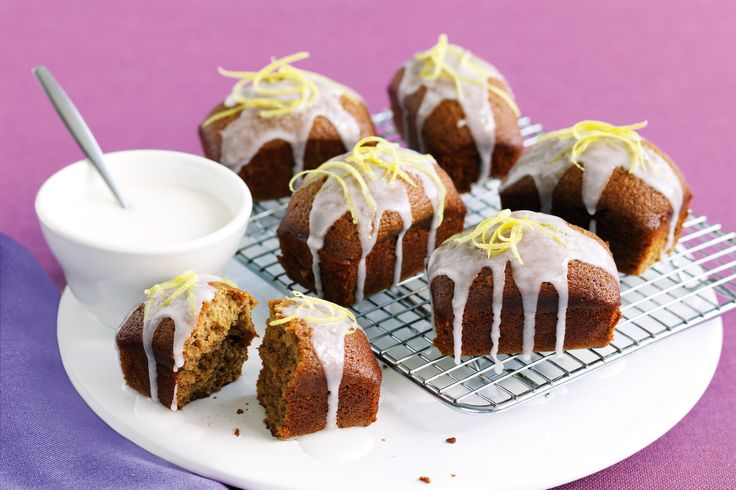 Whip up an easy dessert with our Little gingerbread cakes.