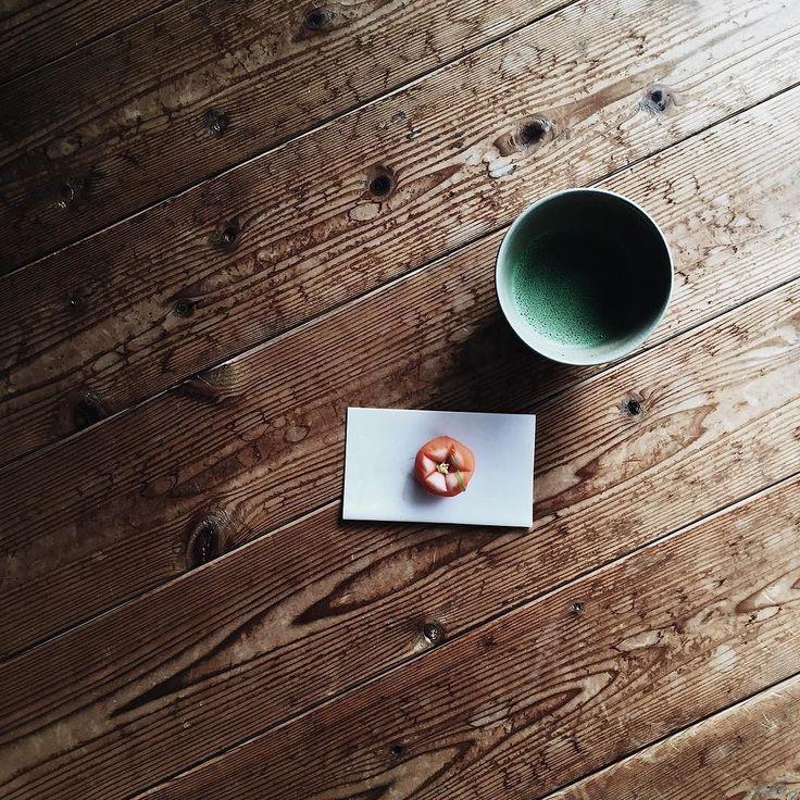 お抹茶をたてました お正月しか食べる機会ないけど 和菓子だいすき お昼ごはんは蟹鍋だそうで 食べてしかない笑 夜ストレッチしまくります #vscocam#vsco#vscocamphotos#vscogood#vscofood#instagram#instafood#instagramjapan#jhp#gm#goodmorning#kaumo#photooftheday#camera#ofthetable#japan#breakfast#foodpic#tea#greentea#happynewyear#カメラ女子#カメラ#写真好きな人と繋がりたい#ファインダー越しの私の世界#暮らし#くらし#お抹茶#抹茶#お正月 (by i__am__nanao)