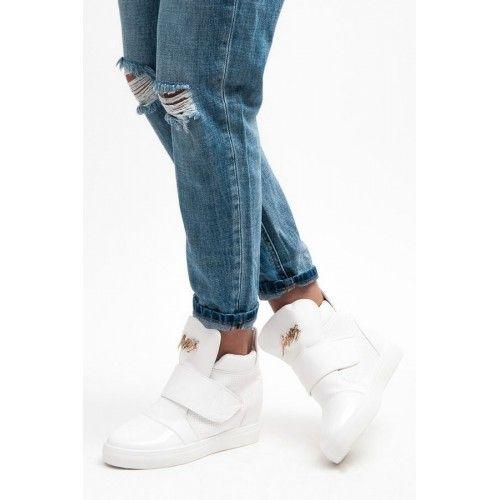 Dámské boty na klínku Bella Star Heren bílé – bílá Stylové boty pro dokonalý outfit. Bílé boty se skrytým klínkem jsou v této době velmi oblíbené. Na svršku se nachází zlatý nápis. Boty se zapínají …