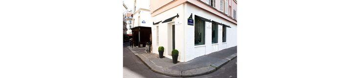 Un écrin situé dans le quartier de Saint-Germain-des-Prés, où la pierre est reine, sertie sur une des créations de Vanessa Tugendhaft ou proposée à l'unité dans un 'Bar à