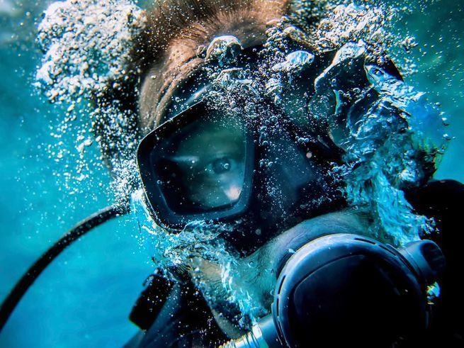 How do you survive an uncontrolled ascent? Here's how to deal with runaway BC inflation, and how to keep from getting decompression sickness, or the bends. #scubadivingvacations