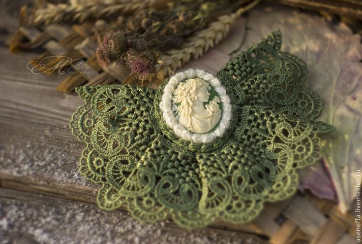 """Брошь-жабо """"Сюзанна"""" - зелёный,брошь,брошь ручной работы,брошь-жабо,брошь с кружевом"""