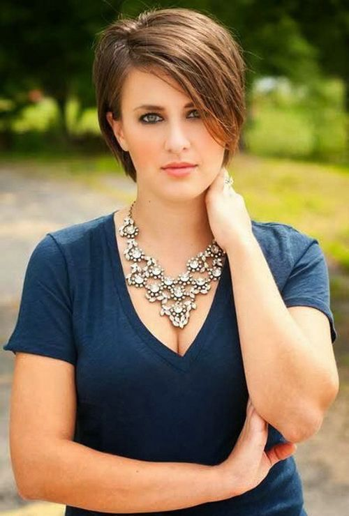 Short Hairstyles For Fat Women's