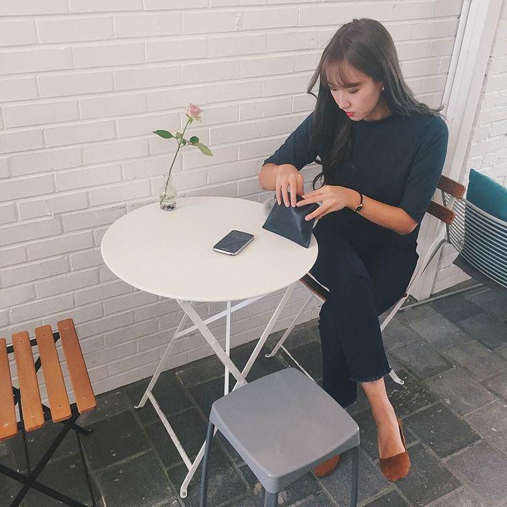 #inst10 #ReGram @_yyoung2_: 뒤적뒤적 #동명동 #카페 #플로리다 #불금 #BlackBerryClubs #BlackBerryPhotos #BBer #BlackBerryClassic #Classic #QWERTY #Keyboard #BlackBerryGirls #Lady #2016 #Fashion #White