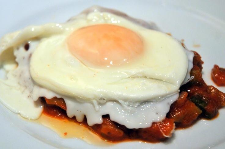Pisto con huevo, tapa Sevillana.