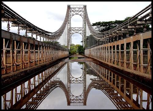 via @di-conexiones. Puente diseñado por Gustave Eiffel en 1867.Rio Cuyuní, Estado Boíivar. Su destino original era otro.