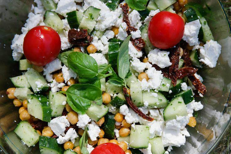 Bambi - Grekisk sallad med rostade kikärtor