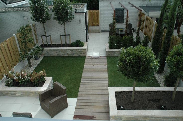 Modern small garden low maintenance artificial grass for Garden decking and grass