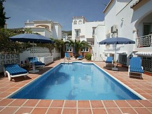 Comfortable and spacious accommodation is offered in this 3 bedroom ground floor apartment within a beautiful detached family villa in Nerja - See more at: http://www.akilar.com/listing--1311.html