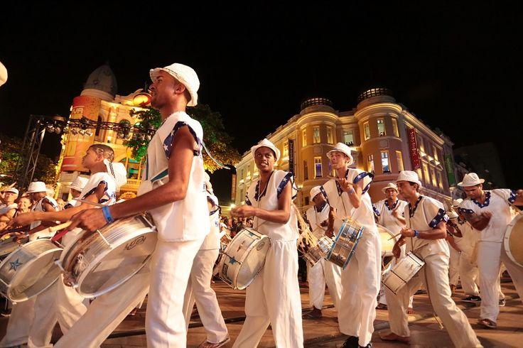 Encontros acontecem nas sedes dos maracatus e no centro do Recife.