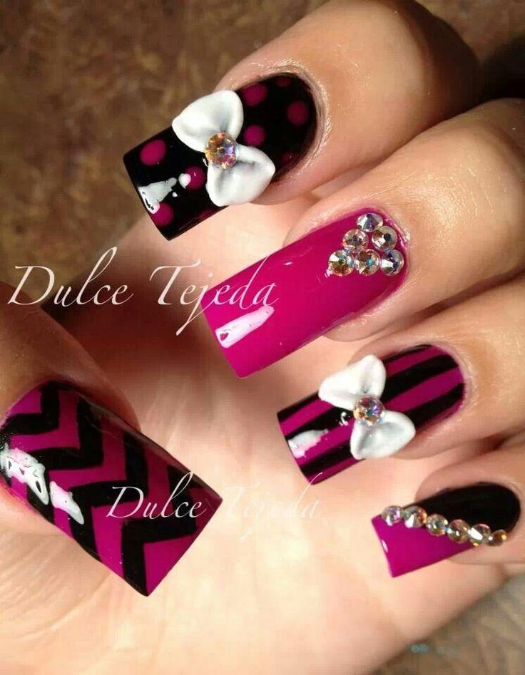 Preciosas uñas diseño de Dulce Tejeda. Pink and black.