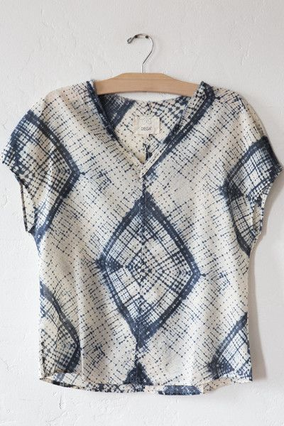 Wish I could figure out how to die a shirt in this pattern. Looks like shibori.