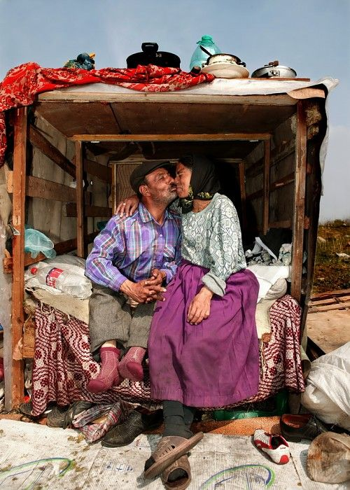 Roma gypsies, by Peter van Beek. The Romani gypsies are an ethnic group living mostly in Europe, who trace their origins to the Indian Subcontinent. Romani are widely known in the English-speaking world as Gypsies.