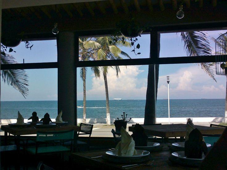 Veracruz rinconcito donde hacen sus nidos las olas del mar...!
