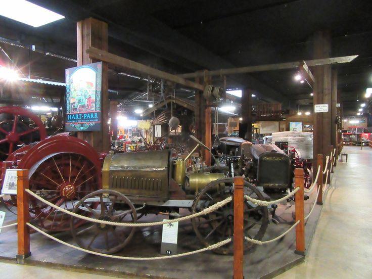 Traktormuseum - http://blog.ralfboscher.de/warum-in-die-ferne-schweifen-resturlaub-oder-der-tourist-am-eigenen-wohnort-bodensee-sightseeing/
