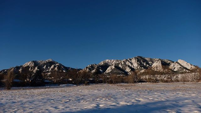 Big blue sky surrounding the Flatirons this morning. Nice to have this snow around. Pretty crazy flip flopping conditions. Seems like the seasons shift a month or so. Give or take year to year. The last two years February was mild. What will this year bring. Whatever we get it is a beautiful place to live. . . . . . #bouldercolorado #flatirons #hikinginboulder #boulderhikes #boulder #colorado #mountains #boulderco #snowymountains #snowymountain #snowymorning #snowday #snowy #snowyday…