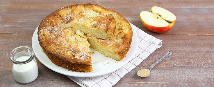 La torta di mele e yogurt è un dolce soffice e umido, ideale come alternativa light alla classica torta di mele perché realizzata senza burro: provatela.