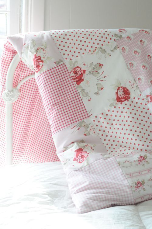 Beautiful quilt by Tanya Whelan. Pretty, simple quilt. They don't have to be intricate to be beautiful .