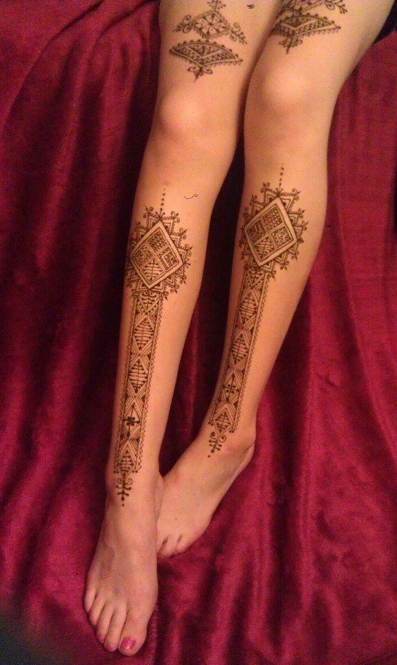 Moroccan henna legs Escala reduzida nesse estilo, mas com artes do leste europeu nos calcanhares