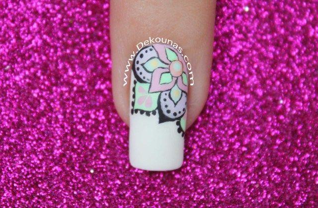 Diseño de uñas Mandala Pastel
