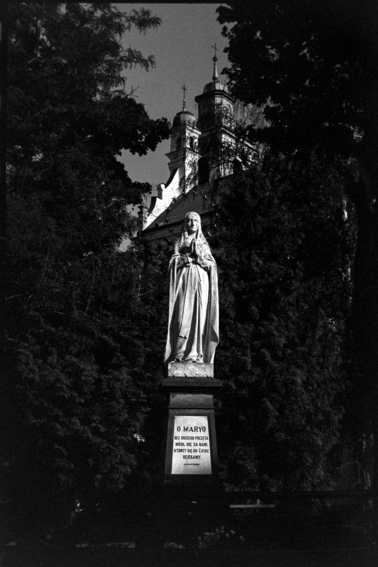 https://flic.kr/p/UNCdod | Statue at St.Paul Parish | The Parish of Nawrócenia św. Pawła, Dolna Panny Marii, Lublin, Poland, May 2017.  Minolta Dynax 7, Sony 50mm F1.4,  Rollei Retro 400s.  Instagram: @alec.chernivtsi ·  urban.photos · facebook · tumblr