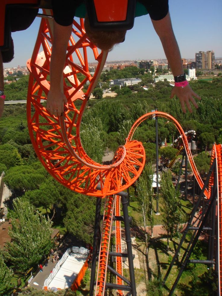 Fabulous photo of Abismo at Parque de Atracciones de Madrid, Spain, courtesy of Theme Park Review