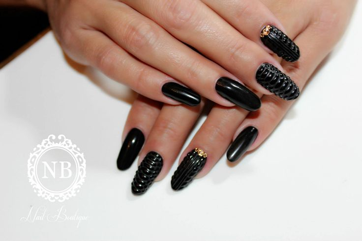 black super long nails, snake print , all black, try these super nails