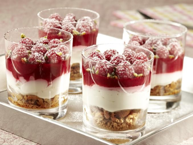 Himbeer-Schicht-Dessert vom MAGGI KOCHSTUDIO